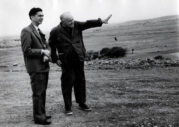 Gio Ponti con Mr Nemazee a Teheran. 1957 circa (© Gio Ponti Archives)