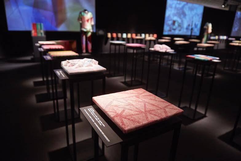 Quei tessuti che parlano il linguaggio dell'arte contemporanea