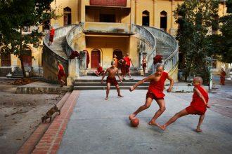 Il calcio (di strada) nell'obiettivo </br> di Steve McCurry