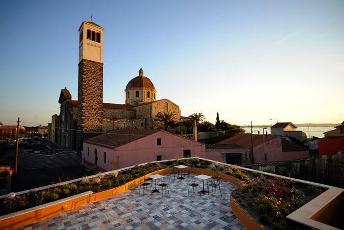 Albergo diffuso una risorsa per la sostenibilit turistica for Finestra antica aperta