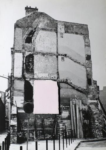 Franco Guerzoni, Affreschi 1973, cm 69x49, tavola fotografica e frammento di gesso. Foto di Luigi Ghirri_72dpi