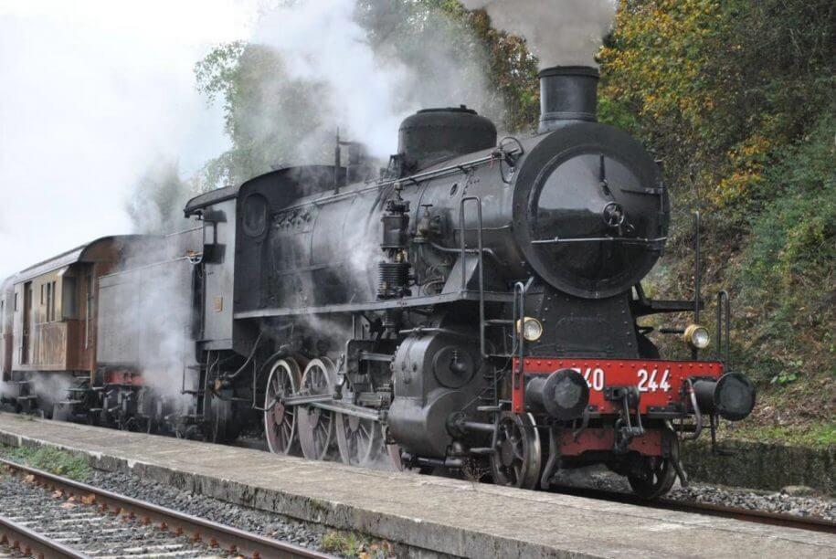 Come un treno a vapore. <br> Di stazione in stazione verso la Garfagnana