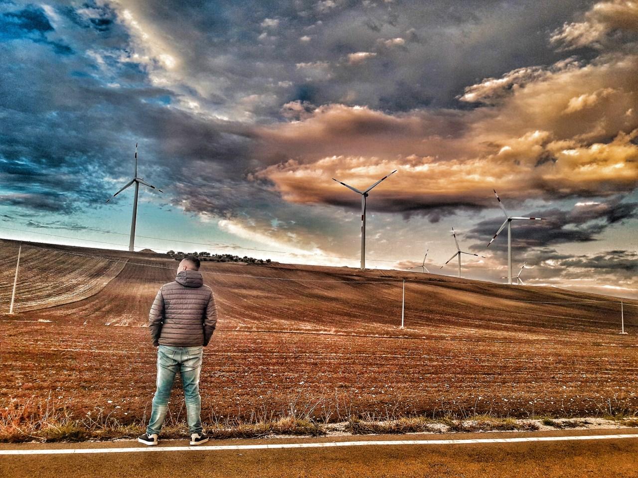La bellezza del vento. Eolico e paesaggio secondo fotografi e videomaker